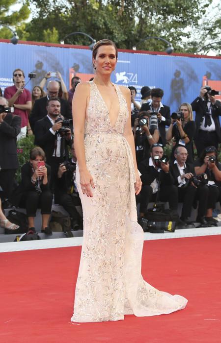 festival de cine de venecia celebrities look estilismo outfit kristen wiig
