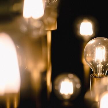 La guía definitiva para ahorrar luz con ayuda del móvil tras la llegada de la nueva tarifa eléctrica