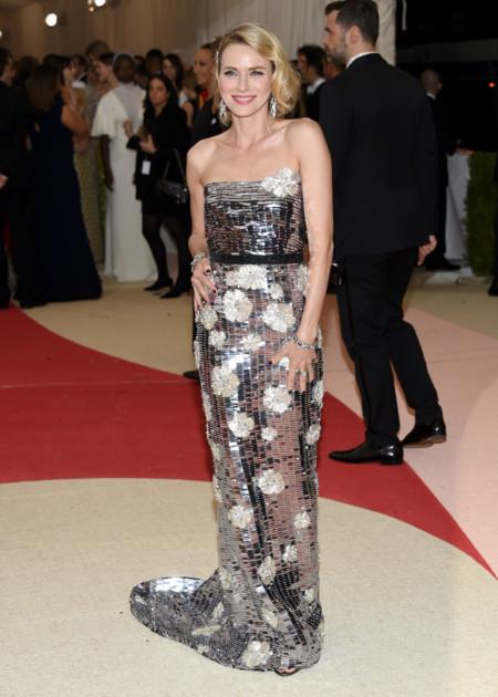 Naomi Watts Burberry