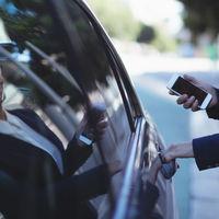 La Generalitat de Catalunya aprueba el decreto ley que obligará a Uber y a Cabify a salir de Barcelona