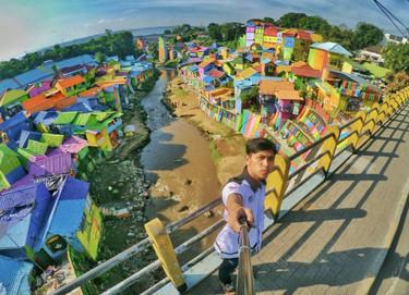 Instagram se ha enamorado... de un pueblo indonesio que es lo más parecido que hemos visto al arco iris