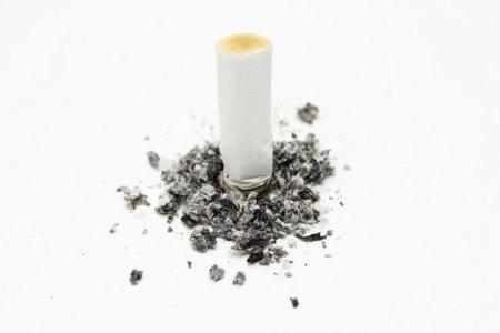 Calcula el dinero que ahorrarías y los años de vida que ganarías si dejas de fumar