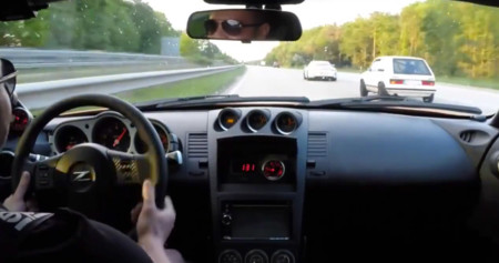 Esto es un Nissan 350Z picado con un 911 GT3 a los que les pasa por la piedra un Volkswagen Golf MK1