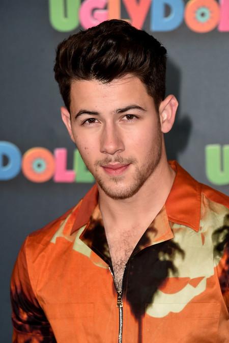 La Camisa Hawaiiana Ya No Resulta Un Cliche De Verano Cuando La Luces Como Lo Hace Nick Jonas 2