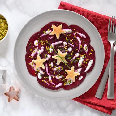 Receta de carpaccio de remolacha con pistachos: un entrante vegetariano, ligero y festivo para Navidad