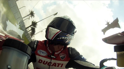 Ducati 1199 S Panigale, a bordo con Troy Bayliss, Visordown y Omnimoto