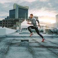 Para prevenir lesiones al correr sería clave no inclinar mucho el tronco hacia adelante, según un reciente estudio