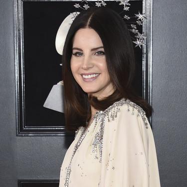 Lana del Rey y su look astral de Gucci en los Grammy 2018