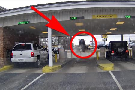 ¿Eso es un Kia Sorento saltando un Hyundai? Sí, gracias a otra confusión entre acelerador y freno