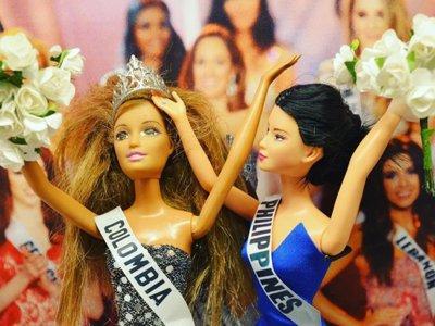 A doll world after all, el Instagram que recrea los mejores momentos de 2015 ¡con Barbies!