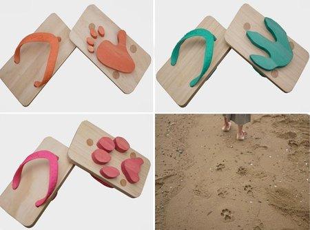 Chanclas que dejan huellas de animales en la arena