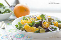 Ensalada de naranja con aceitunas y cebolla morada. Receta
