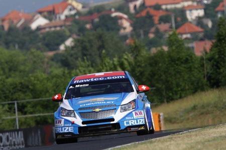 Alain Menu se lleva la pole en Hungaroring. Javi Villa tercero
