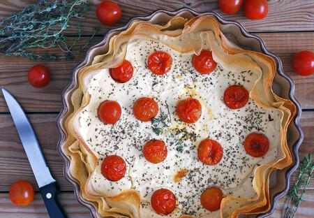 tarta salada de yogur y queso de cabra con tomatitos