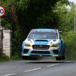 Video: ¡Agárrate del asiento! Así fulminó su récord Subaru en Isla de Man