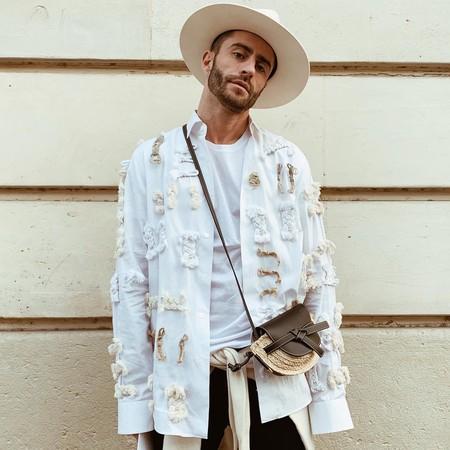 Pelayo Diaz Le Suma Un Toque Boho A La Fashion Week Con Un Accesorio Infalible El Sombrero De Ala Ancha 07
