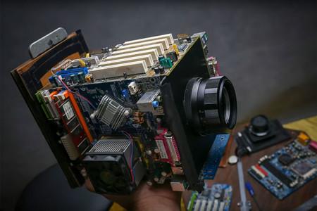 Dándo nueva vida a la chatarra, así fue que nació ésta cámara Frankenstein de formato medio