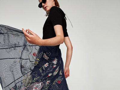 ¿Por qué esta falda de Zara inspirada en Dior se agotará en pocas semanas?