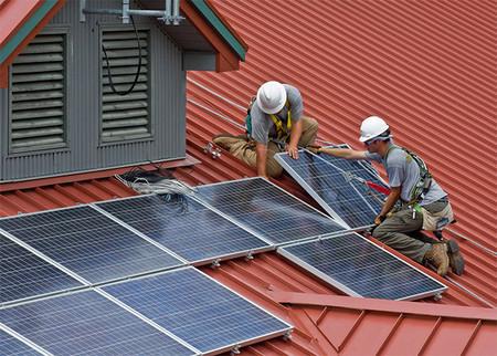 """El """"impuesto al sol"""" está oficialmente muerto: El Gobierno reconoce el derecho a autoconsumir sin peajes ni cargo"""