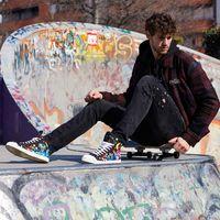La artista española Fatima de Juan plasma el arte callejero en una nueva colaboración para Just Cavalli