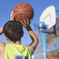 """Castigado """"con jugar"""": la actividad física podría ayudar a mejorar las notas en niños y adolescentes"""