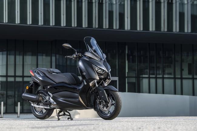 El Yamaha XMax Iron Max es una versión aún más lujosa y refinada para el scooter de 125 cc