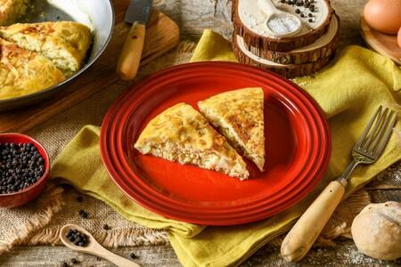 Tortilla de patatas con calabacín al microondas, una receta fácil para iniciarse en la cocina