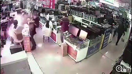 Este hombre mordió una batería de iPhone y vaya que se llevó una sorpresa