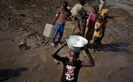 Buenas noticias: la pobreza sigue bajando. Malas noticias: cada día se reduce más lentamente
