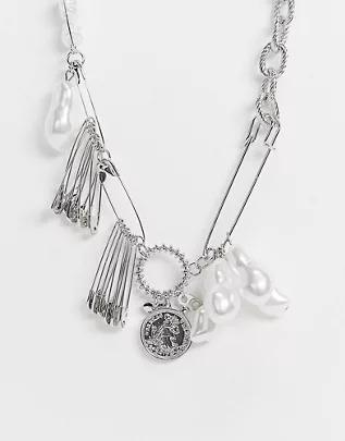 Collar corto plateado estilo cadena con perlas e imperdibles de ASOS DESIGN