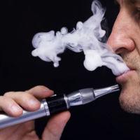 El uso de cigarrillos electrónicos queda prohibido durante vuelos desde y hacia los EE.UU.