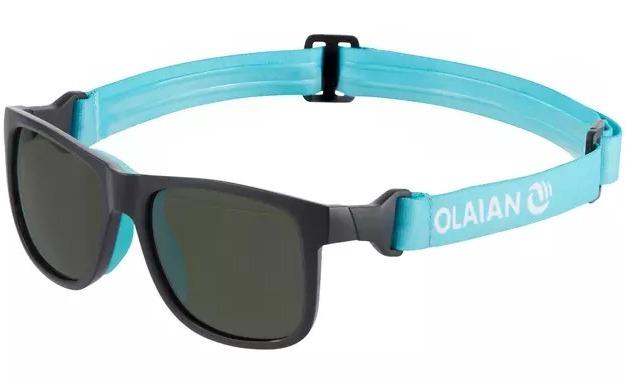 Gafas de sol polarizadas de categoría 3, con leash y correa para la sujeción durante la práctica del surf. Con la fijación modulable podrás usarlas también con patillas fuera del agua.