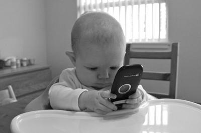 Cada vez más pequeños utilizan nuestros teléfonos