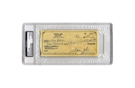 Este cheque de 2.000 dólares (ya cobrado) lleva la firma de Steve Jobs y se subasta mínimo por 20.000 dólares