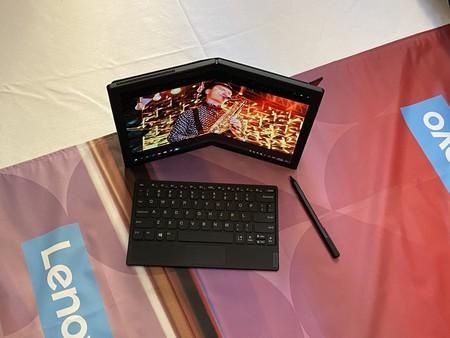 El Lenovo ThinkPad X1 plegable todavía tiene camino por recorrer, pero quiere cambiar la forma en la que entendemos la movilidad