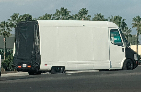 La furgoneta de Amazon y Rivian, cazada