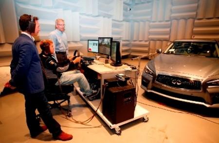 Sebastian Vettel haciendo pruebas en el Centro Tecnológico de Infiniti