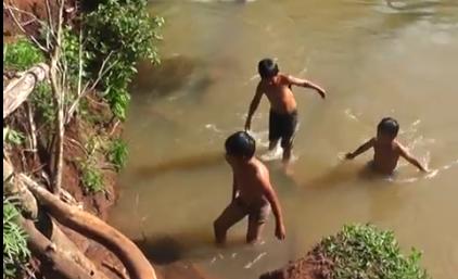 Cruzando Un Rio
