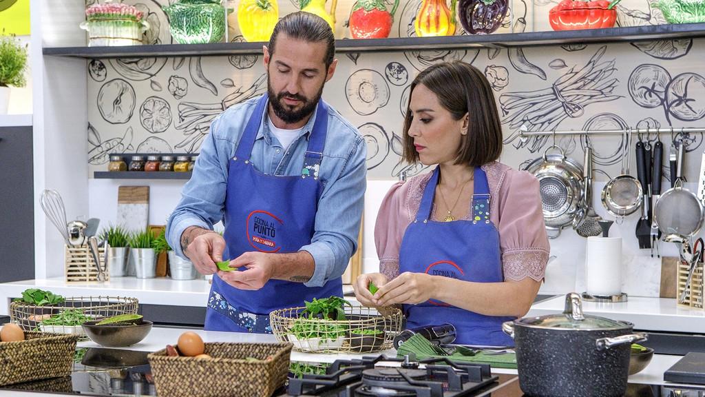 Así es el nuevo programa de cocina de Tamara Falcó con Javier Peña: un híbrido forzado (y aburrido) entre 'Aquí la Tierra' y el típico show de recetas