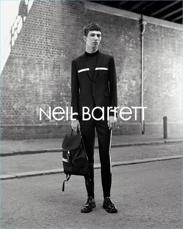 La esencia del Londres ochentero en la campaña otoño-invierno 2017/2018 de Neil Barrett