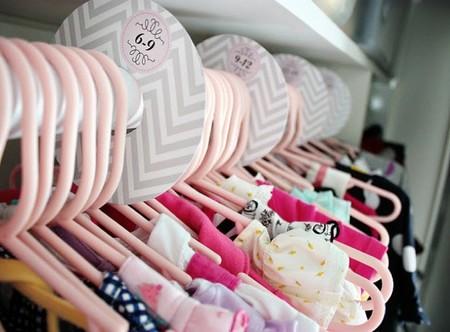 Una buena idea: clasificar la ropa de los niños por tamaños
