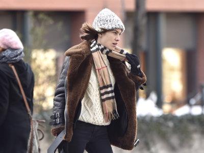 Alexa (Chung) dice ¡no! a congelarse por las calles de Nueva York