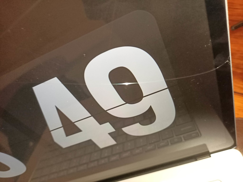 Microsoft ya investiga informes referentes a roturas y problemas con las pantallas en algunos Surface Laptop 3