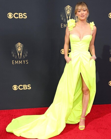 Kaley Cuoco Vera Wang Emmy 2021 02