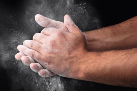 ¿Utilizas tiza en tus manos para entrenar? no apliques demasiado