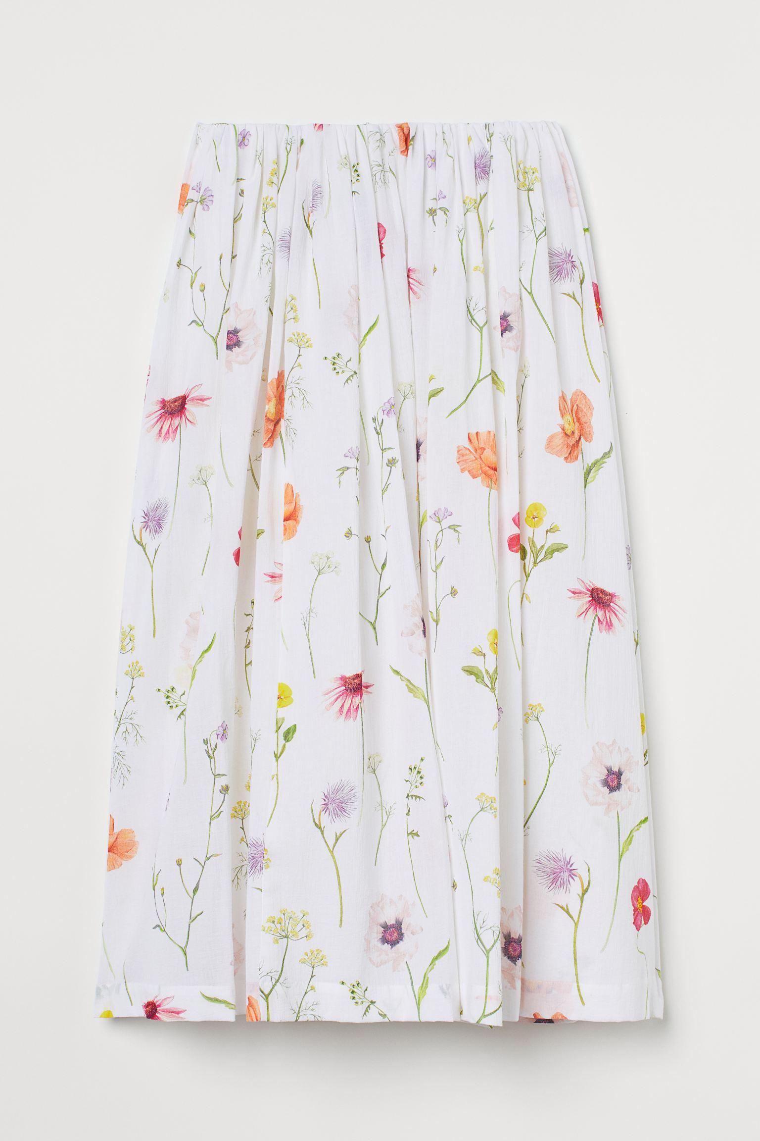 Falda midi maxivolumen en gasa ligera de algodón. Modelo de talle alto con elástico oculto en la cintura. Forrada. Confeccionada en algodón orgánico, esta falda forma parte de nuestra colección de flores silvestres pintadas a mano.