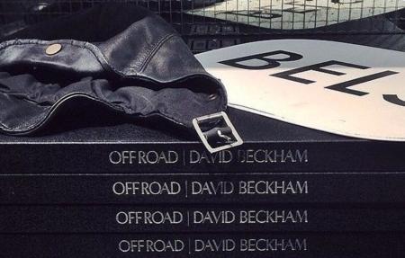 David Beckham y Peter Lindbergh rodeados de moteros durante el lanzamiento del libro Off Road