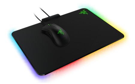 Razer cumple el capricho de los gamers con este mouse pad iluminado