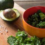 Las 11 frutas y verduras frescas con más proteínas para ayudarte a perder peso en tu dieta keto y 33 recetas para usarlas