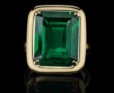 The-Style-of-Jolie-Tablet-Emerald-Ring